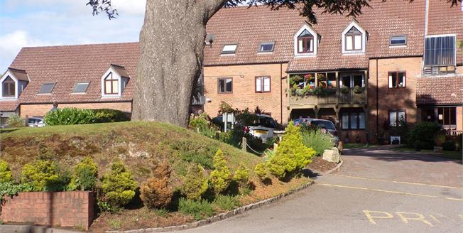 Guide Price £105,000, 1 Bedroom Flat For Sale in Lyndhurst, SO43
