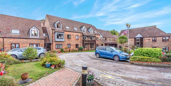Asking Price £89,950, 1 Bedroom Flat For Sale in Lyndhurst, SO43