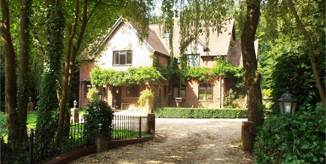 £1,100,000, 6 Bedroom Detached House For Sale in Peterscroft Avenue, SO40