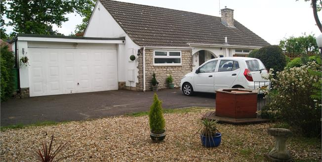 £435,000, 2 Bedroom Detached Bungalow For Sale in Ringwood, BH24