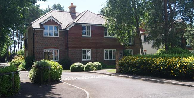 Guide Price £280,000, 2 Bedroom Flat For Sale in Ashley Heath, BH24