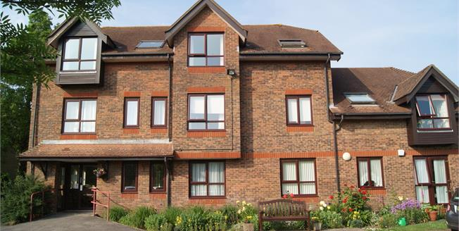 £86,500, 1 Bedroom Flat For Sale in Ringwood, BH24