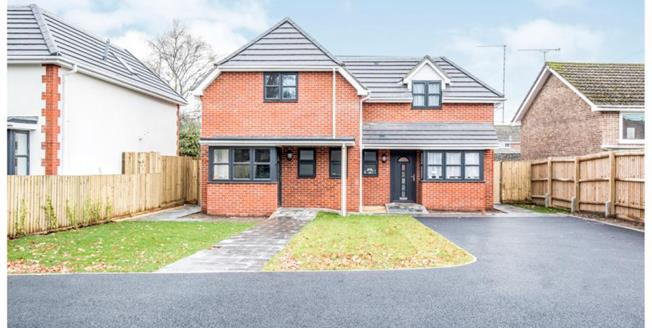 £315,000, 3 Bedroom Semi Detached House For Sale in Alderholt, SP6