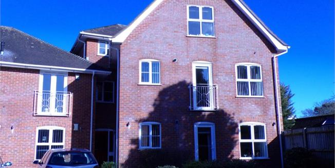 Guide Price £185,000, 1 Bedroom Flat For Sale in Ringwood, BH24