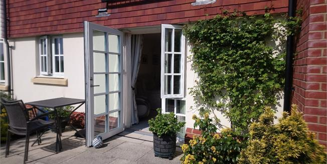 Asking Price £279,950, 1 Bedroom Flat For Sale in Ringwood, BH24