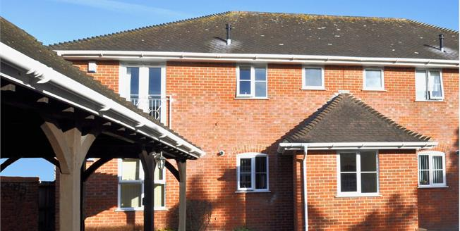 Asking Price £250,000, 2 Bedroom Flat For Sale in Ringwood, BH24