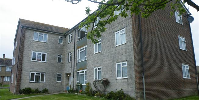 Asking Price £98,500, 2 Bedroom Flat For Sale in Portland, DT5