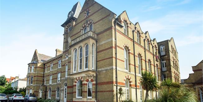 Asking Price £195,000, 2 Bedroom Flat For Sale in Weymouth, DT4