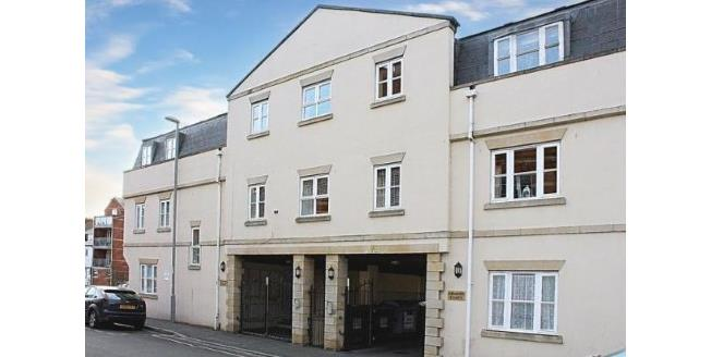 £134,950, 2 Bedroom Flat For Sale in Weymouth, DT4