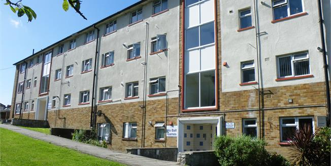 Asking Price £146,950, 3 Bedroom Flat For Sale in Weymouth, DT4