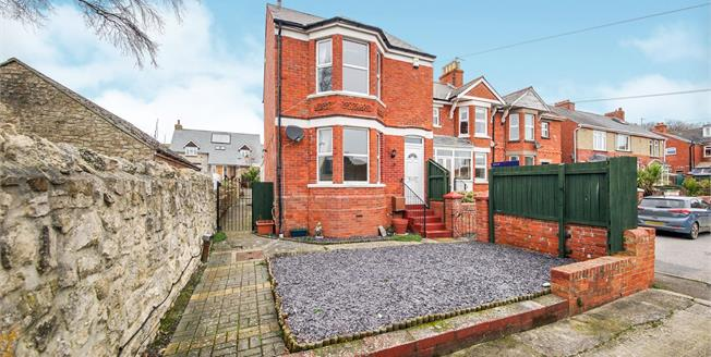 Asking Price £300,000, 3 Bedroom Detached House For Sale in Weymouth, DT4