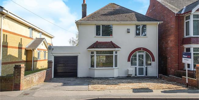 Asking Price £280,000, 3 Bedroom Detached House For Sale in Weymouth, DT4