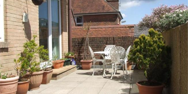 Offers in excess of £64,000, 1 Bedroom Flat For Sale in Newport, PO30