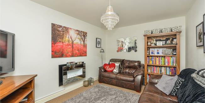 £200,000, 3 Bedroom Detached House For Sale in Newport, PO30