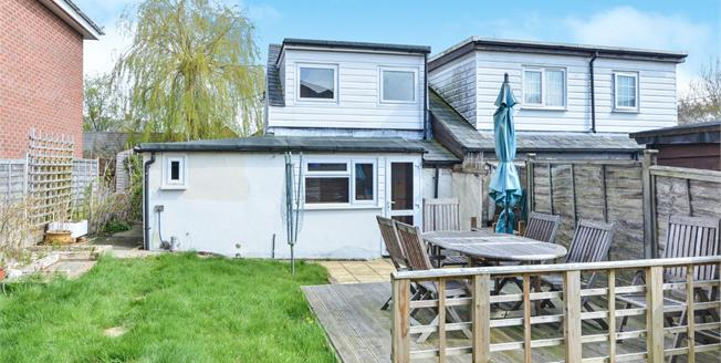 Guide Price £160,000, 2 Bedroom Semi Detached House For Sale in Newport, PO30