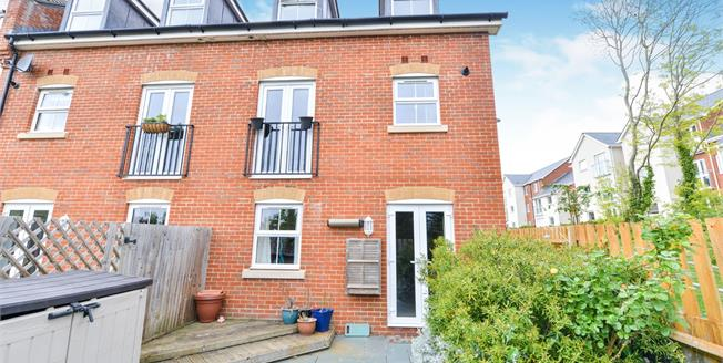 £230,000, 3 Bedroom End of Terrace House For Sale in Newport, PO30