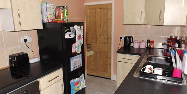 Offers Over £130,000, 2 Bedroom Flat For Sale in Isle Of Wight, PO33