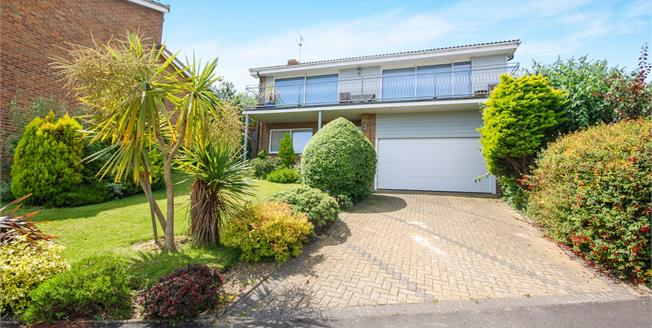 Guide Price £595,000, 5 Bedroom Detached House For Sale in Seaview, PO34