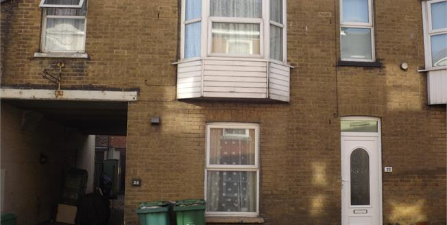 Guide Price £75,000, 1 Bedroom Ground Floor Flat For Sale in Ryde, PO33