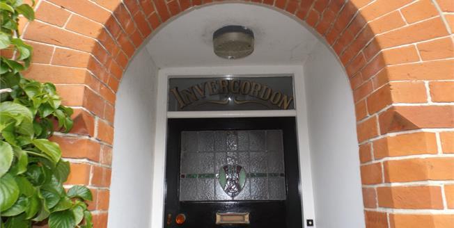 Asking Price £269,000, 2 Bedroom Upper Floor Flat For Sale in Seaview, PO34
