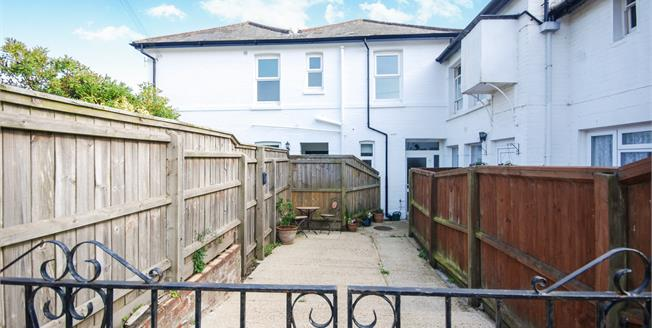Asking Price £140,000, 2 Bedroom Flat For Sale in Ryde, PO33