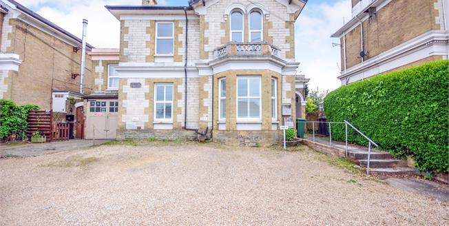 Asking Price £95,000, 1 Bedroom Flat For Sale in Ryde, PO33