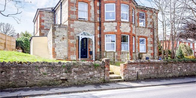 Offers Over £110,000, 1 Bedroom Flat For Sale in Ryde, PO33