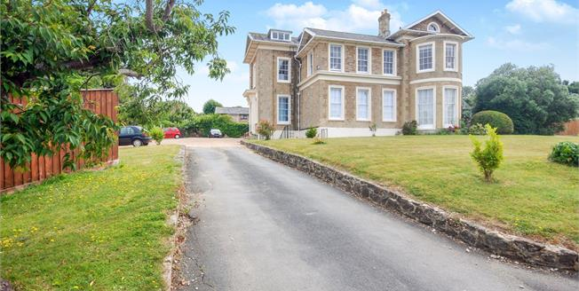 Offers Over £70,000, 1 Bedroom Flat For Sale in Ryde, PO33