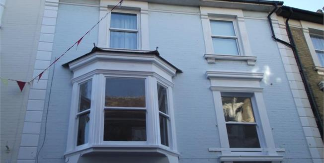 Asking Price £120,000, 2 Bedroom Upper Floor Flat For Sale in Isle of Wight, PO38