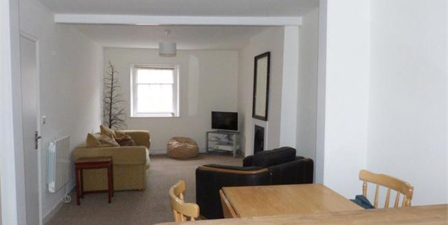 Asking Price £135,000, 2 Bedroom Upper Floor Flat For Sale in Ventnor, PO38