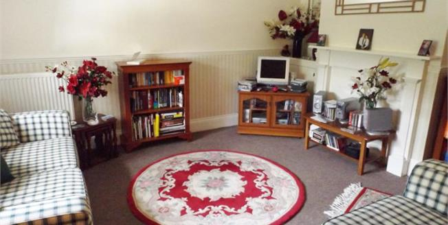 £120,000, 2 Bedroom Flat For Sale in Shanklin, PO37