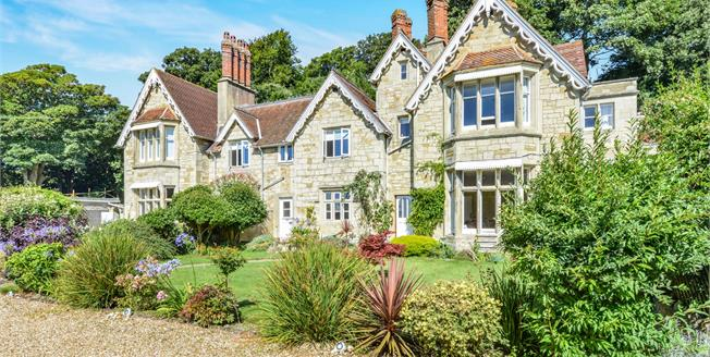 Offers in the region of £290,000, 2 Bedroom Upper Floor Flat For Sale in Ventnor, PO38