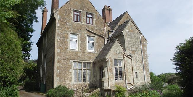 Guide Price £190,000, 2 Bedroom Flat For Sale in Ventnor, PO38