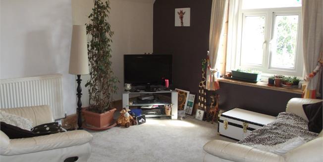 Guide Price £200,000, 2 Bedroom Flat For Sale in Ventnor, PO38