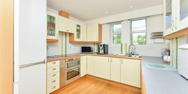 Guide Price £325,000, 3 Bedroom Flat For Sale in Ventnor, PO38