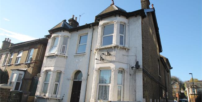 Offers in excess of £240,000, 2 Bedroom Flat For Sale in South Croydon, CR2