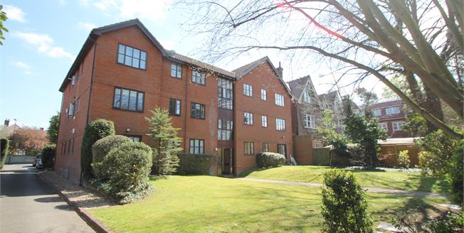 Offers in excess of £280,000, 2 Bedroom Flat For Sale in South Croydon, CR2