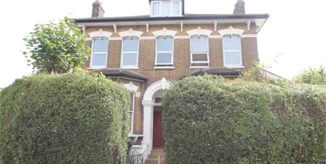 £275,000, 2 Bedroom Flat For Sale in Oval Road, CR0