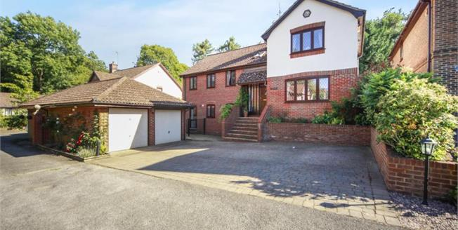 Asking Price £790,000, 5 Bedroom Detached House For Sale in South Croydon, CR2
