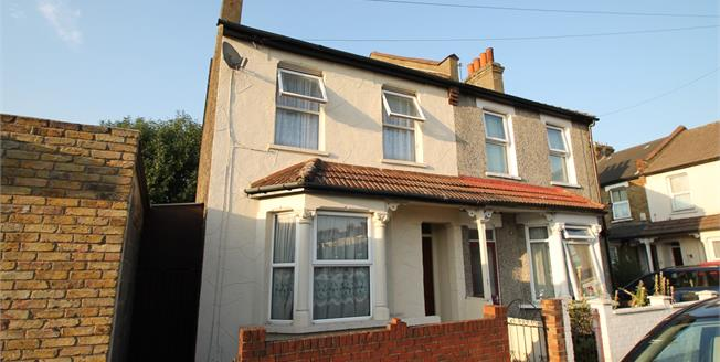 Guide Price £360,000, 3 Bedroom Semi Detached House For Sale in Croydon, CR0