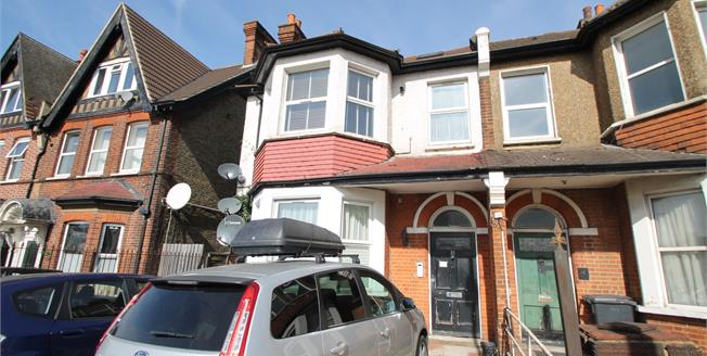 Guide Price £300,000, 3 Bedroom Flat For Sale in Croydon, CR0