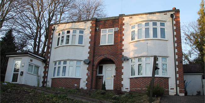 Offers in the region of £190,000, 1 Bedroom Flat For Sale in South Croydon, CR2