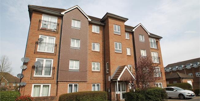Guide Price £300,000, 2 Bedroom Flat For Sale in Croydon, CR0