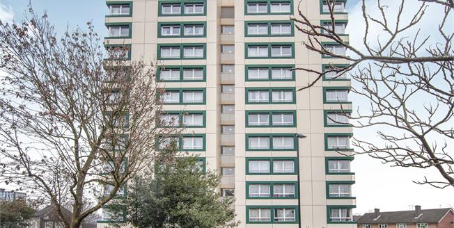 Offers in excess of £190,000, 2 Bedroom Flat For Sale in South Croydon, CR2