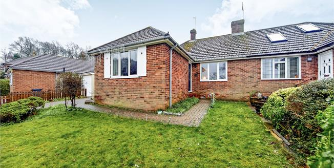 Guide Price £475,000, 3 Bedroom Semi Detached Bungalow For Sale in South Croydon, CR2