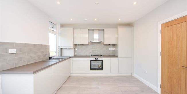 £380,000, 2 Bedroom Flat For Sale in South Croydon, CR2