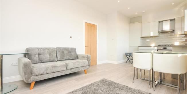 Offers in excess of £280,000, 1 Bedroom Flat For Sale in South Croydon, CR2