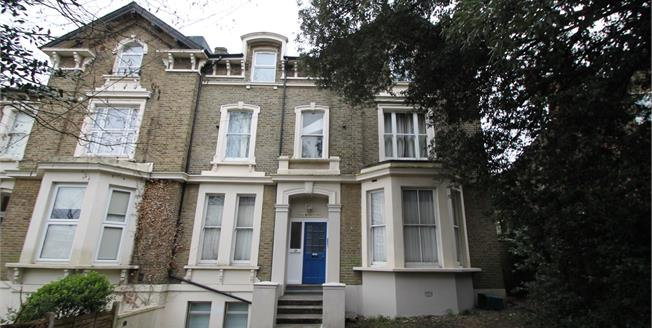 Guide Price £315,000, For Sale in South Croydon, CR2