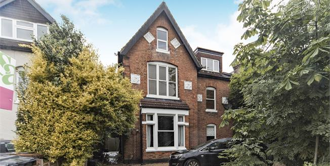 Asking Price £325,000, 2 Bedroom Flat For Sale in South Croydon, CR2