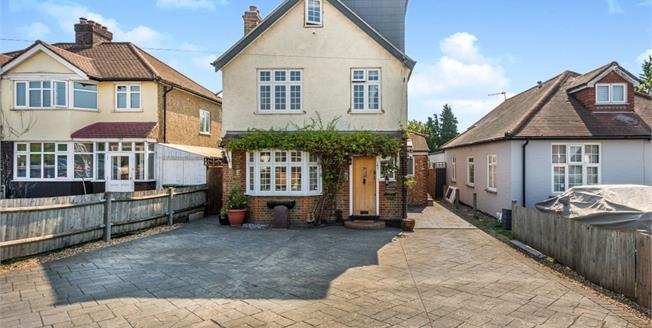 Guide Price £625,000, 5 Bedroom Detached House For Sale in Epsom, KT19